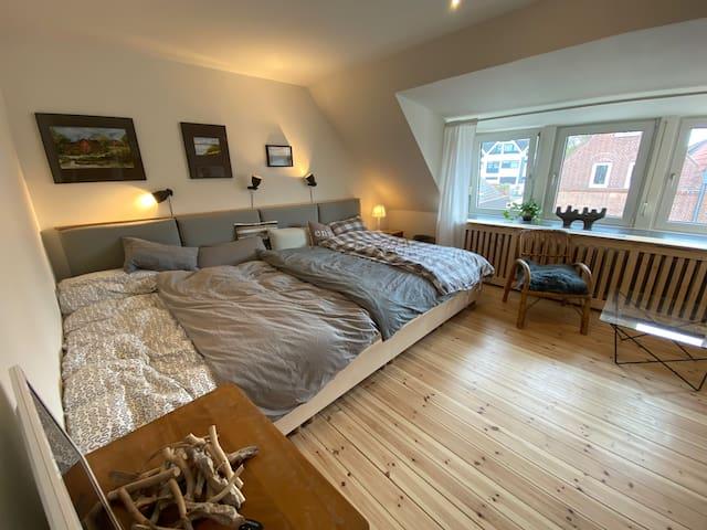Frisch renovierte Ferienwohnung mit Familienbett.