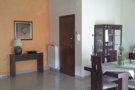 Cozy flat in the center of Salamina - Appartement