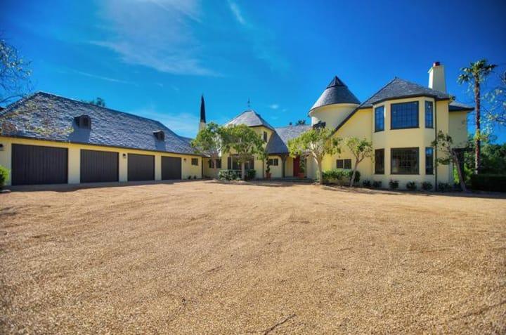 5 acres & 5000 sq ft of clean fresh air & sunshine