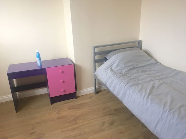 Single Room in Shaw, near Manchester