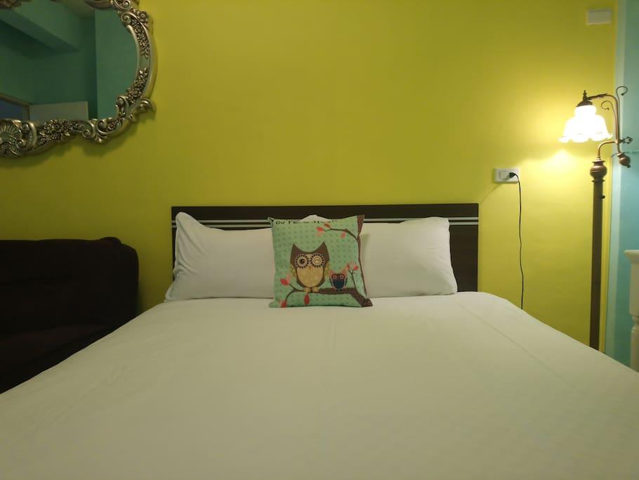 柔軟潔淨的床單床鋪