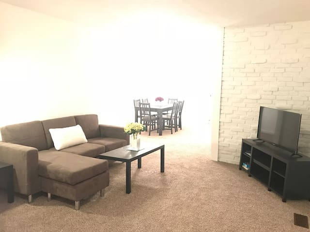 Large Home close to College Campus And Park
