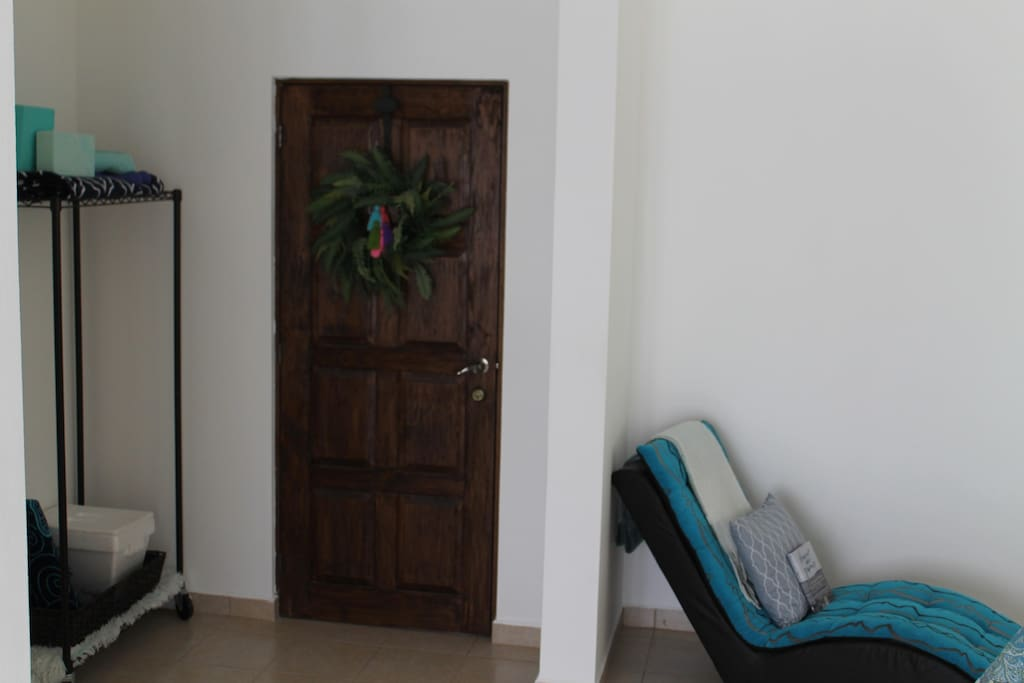 Extra Large Room & Roll in Twin Bed on request available