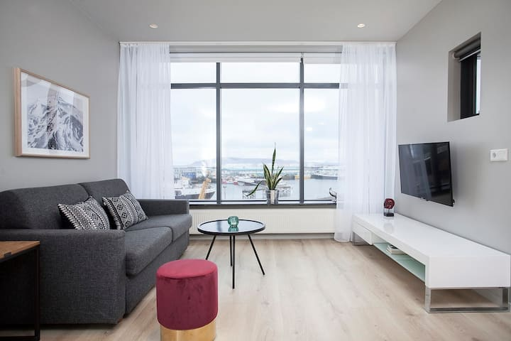 New! Stunning Harbour and SeaView apartment in 101