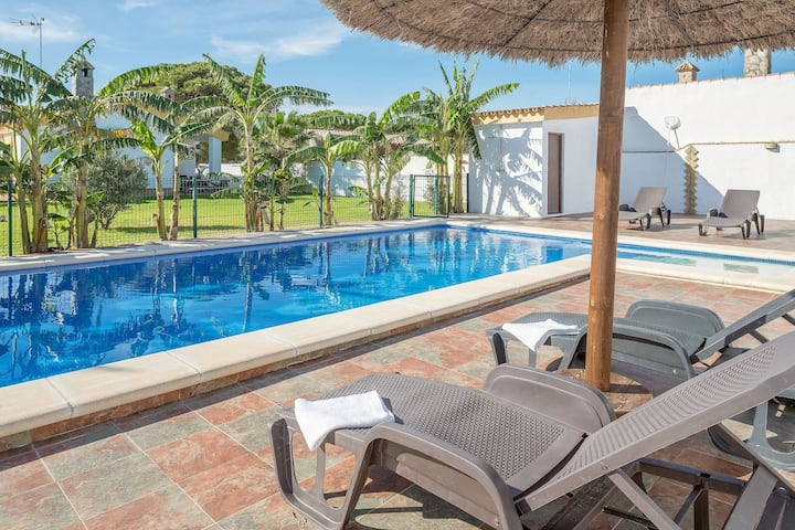 Plenty of privacy and with pool - Casa Layda