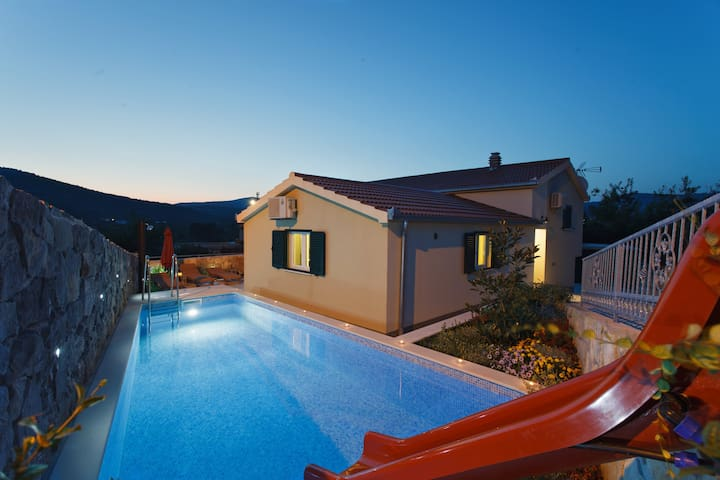 Hidden family villa with HEATED POOL - Pozorac - Villa