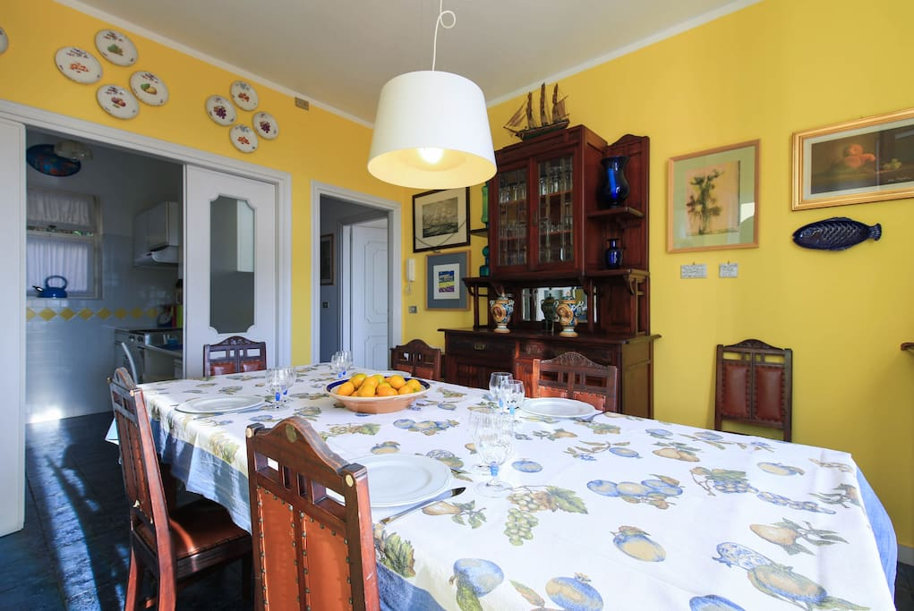 sala da pranzo con accesso terrazzo