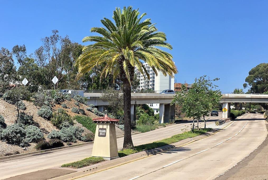 Gateway to Mission Hills.