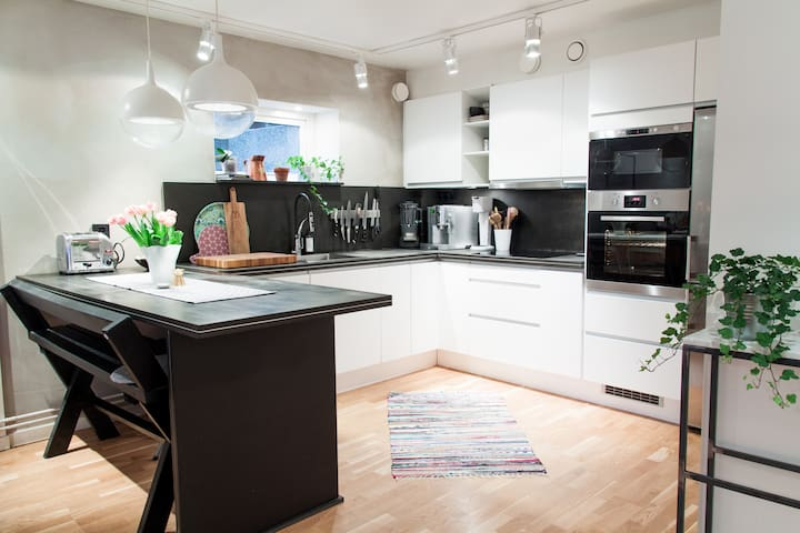 Beautiful 2 room apt with big porch - Stockholm - Appartement