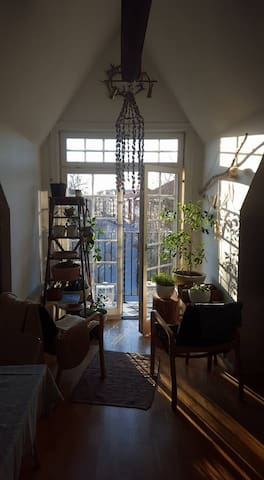 Ljus, attraktiv vindsvåning. - Örebro