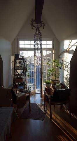 Ljus, attraktiv vindsvåning. - Örebro - Квартира