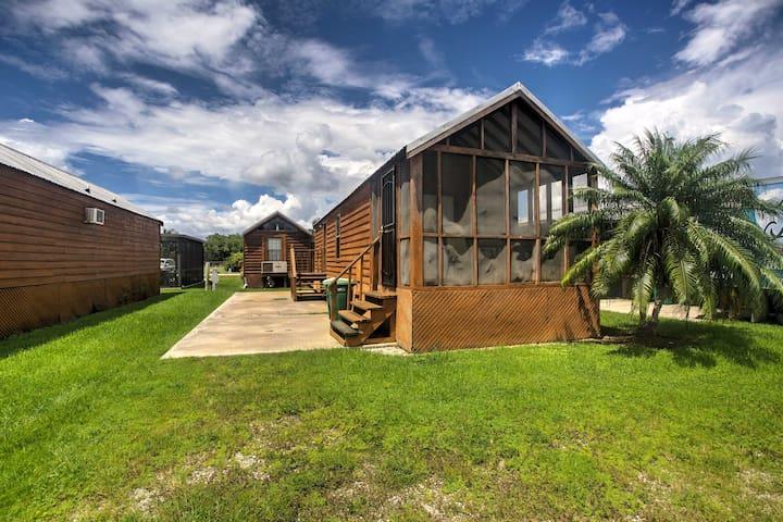 Everglades City Cabin w/Screened Porch & Boat Slip