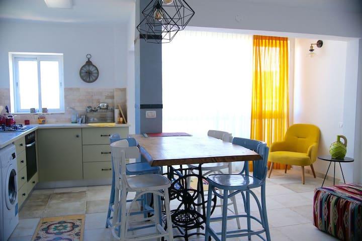 Kitchen/Livingroom Area