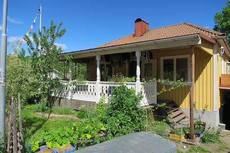 Unique homestay, close to sub and beautiful nature - Huddinge