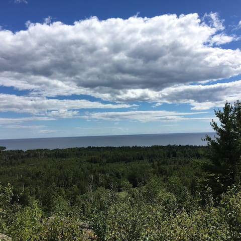 Penny's Peak with Panoramic Lake Superior Views - Hovland - Cabaña