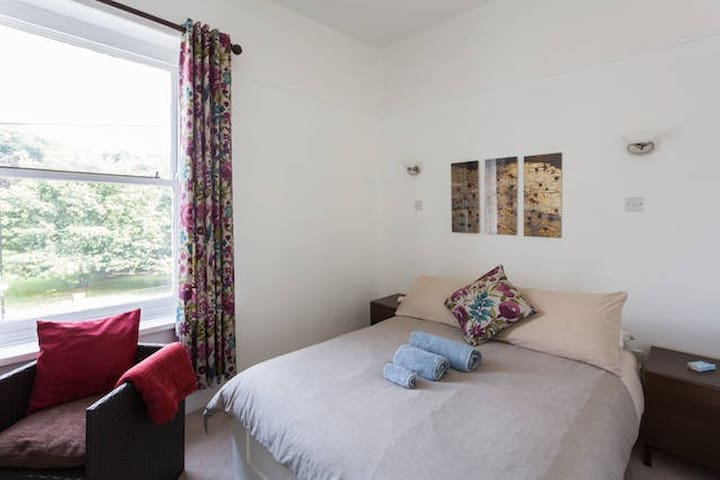 Lovely room in Meditation Centre - Sheffield - Bed & Breakfast