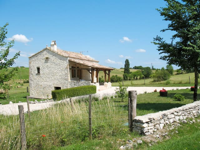 Lovingly restored small stone house in idyllic countryside