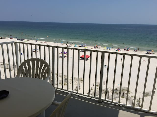 3 bedroom Beachfront Condo Gulf Shores 7 days