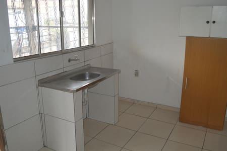 Casa 02 cômodos e 01 banheiro - Osasco