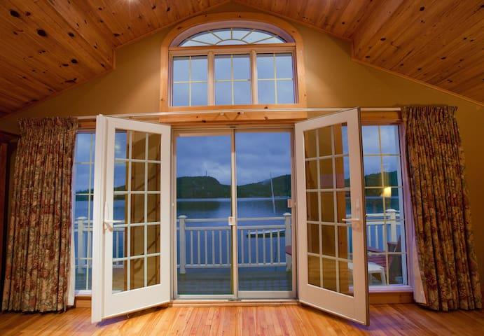 Lakeview Cottage on Peninsula Lake