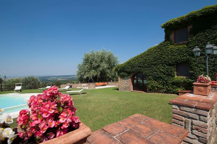 Tuscany 8 bedroom villa with gym, spa and pool