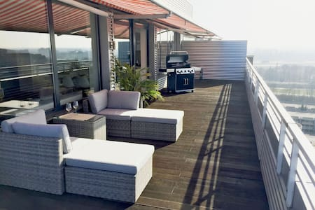 Rooftop Penthouse with huge terrace & river view