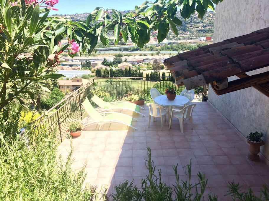 3 pi ces proche plages nice cannes apartments for rent - Meuble passion saint laurent du var ...