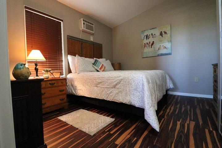 Main bedroom queen size bed