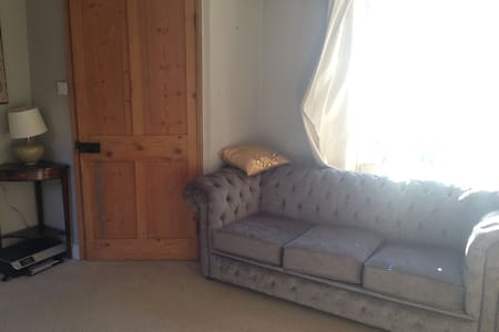 Private room with sofa bed in cosy cottage - Batheaston - Casa