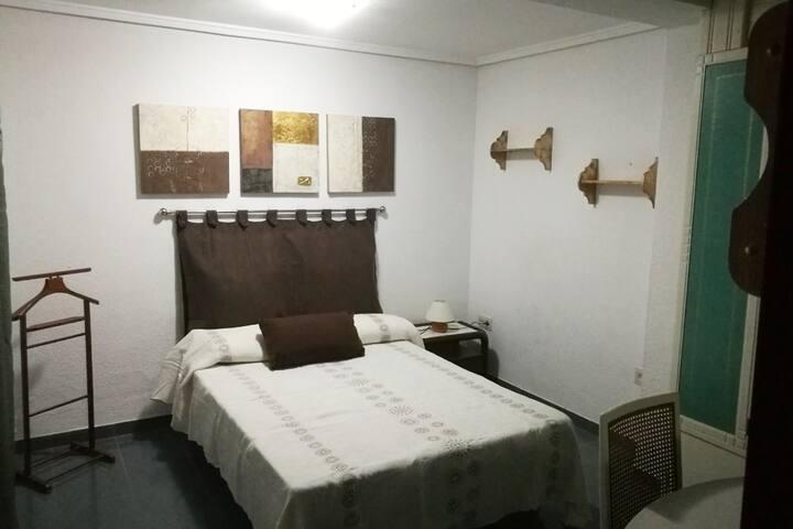 Habitación de matrimonio en Ruzafa.