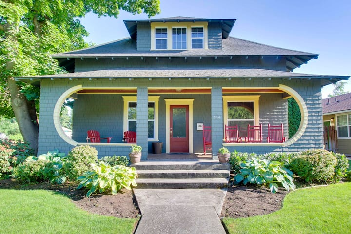 Craftsman House - Walk to Downtown & Dog Friendly!