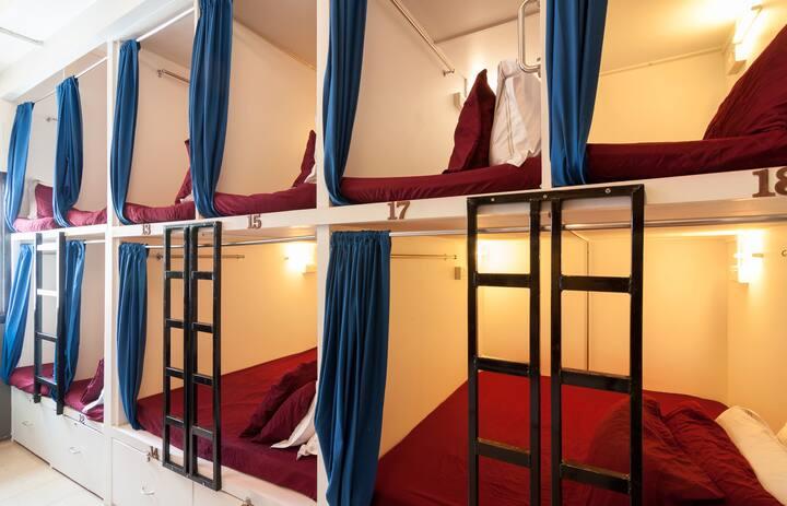 SINGLE BED CAPSULE IN HOSTEL RM6B