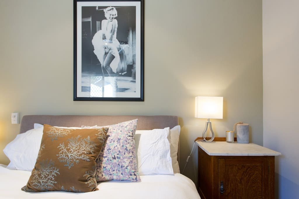 Warmth and romantica in Bedroom1