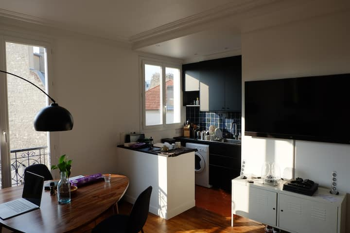 Charming small flat in south Paris