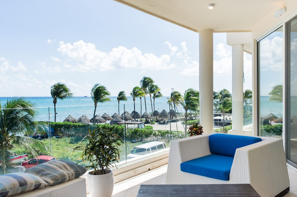 Oceanfront Condo with Stunning Sea Views