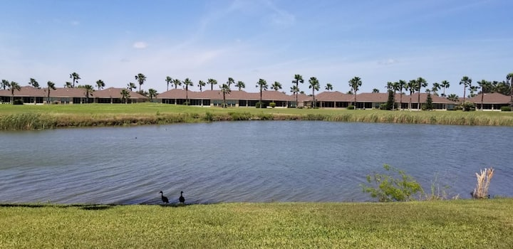 Beautiful Golf Villa- with a view of the pond!~52Gh