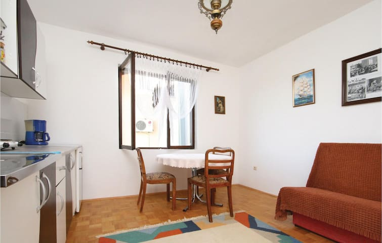 Holiday apartment with 1 bedroom on 45 m² in Tribunj