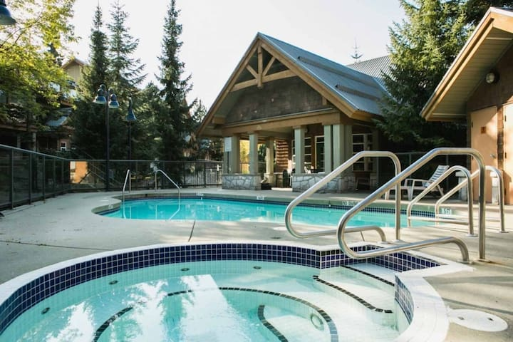 2 Bedroom /w Private Hot Tub,  Great location!