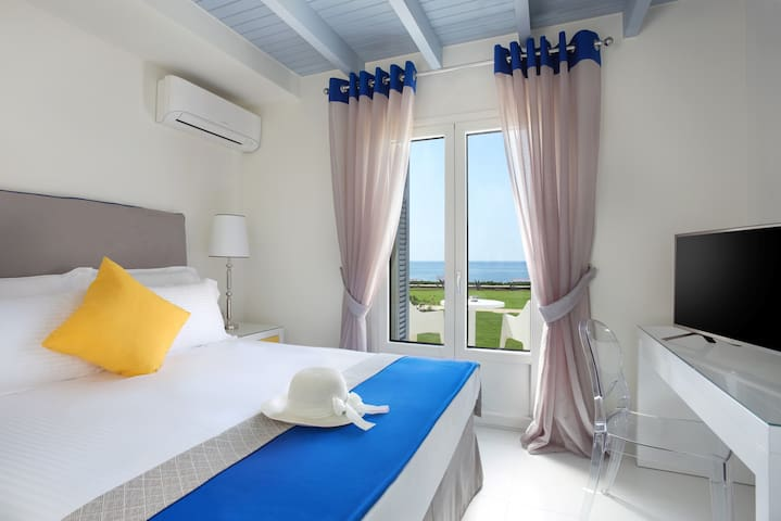 Two-Bedroom Suite On the Beach
