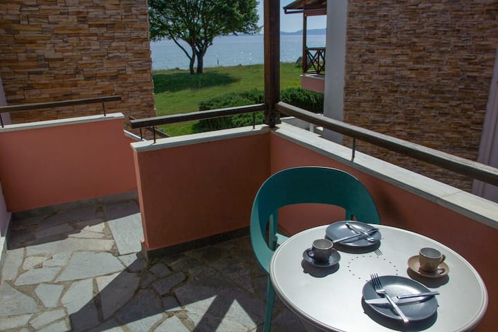 Beachfront stylish maisonette in Ierissos