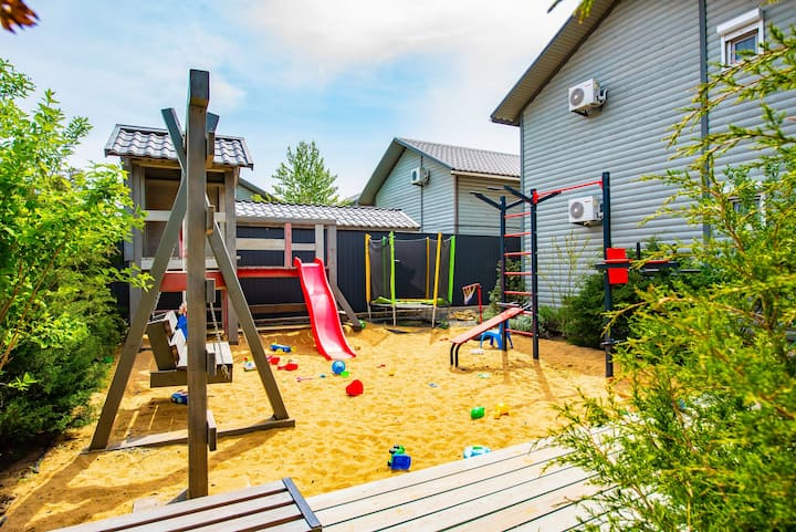 Новый ЭКО-дом с видом на море и детской площадкой