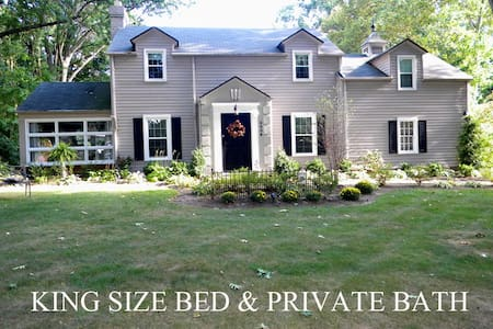 Canton Ohio Pro Football Hall of Fame AIRBNB Stay - Bed & Breakfast