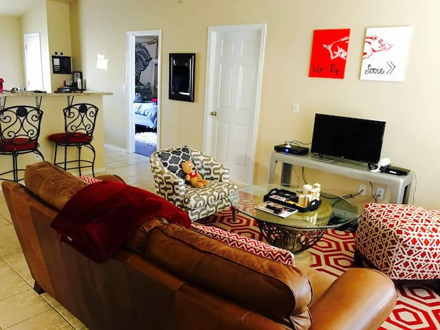Full Home in Fayetteville 10 MINS FROM  CAMPUS - Fayetteville - Casa