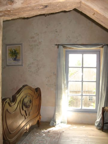 La Chambre Rose, pretty bedroom in country house.