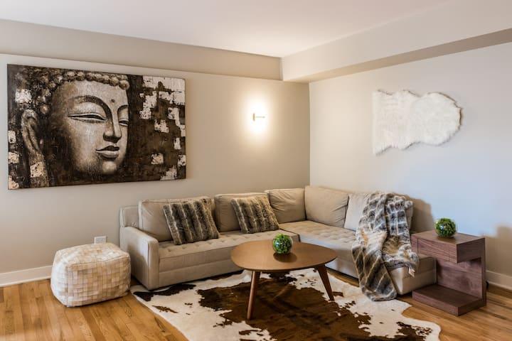 Cozy Apartment in City Centre | 99 Walk Score