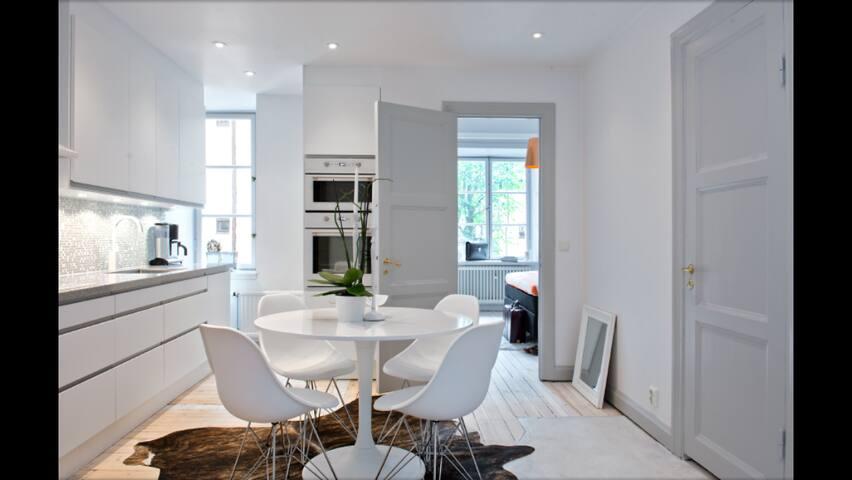 Large 1-bedroom Apt, Central Sthlm - Stockholm - Lejlighed
