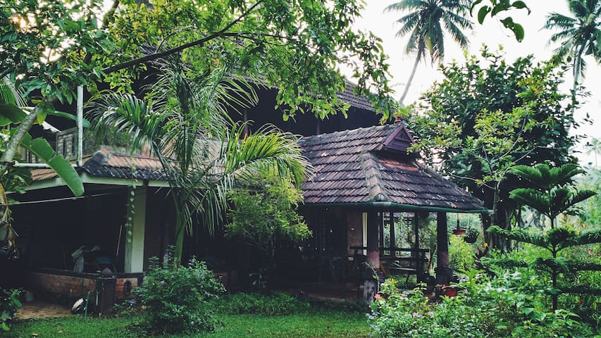 Chekkal Homestay - Near Marari Beach