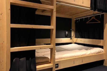 各階のドミトリー2段ベッド