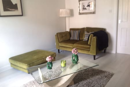 Stylish, convenient, end of link 2 bedroom house - 카디프(Cardiff) - 단독주택