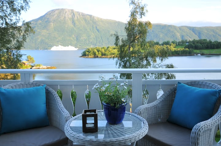 Stunning Fjord View Apartment